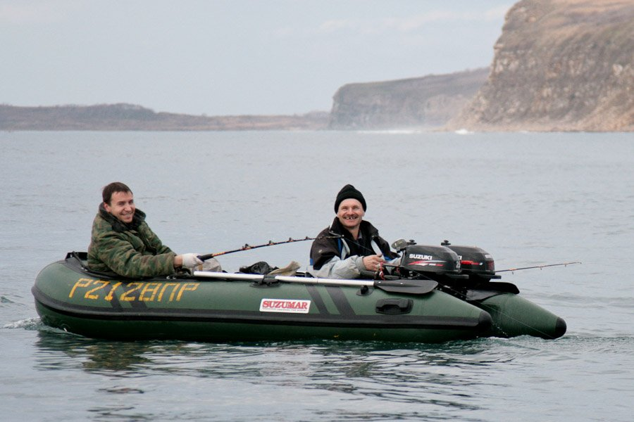 два моторные лодки