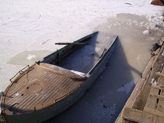 едигей достал из лодки