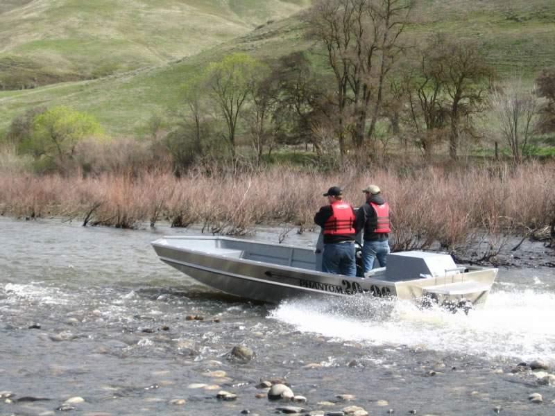 лодка с водометом или