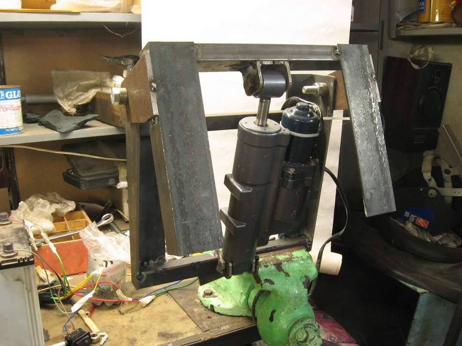 Тахометр для подвесного лодочного мотора.