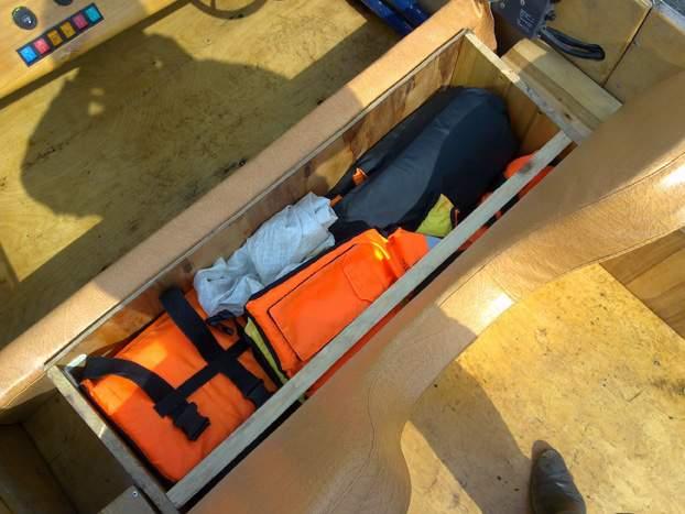Как сделать рундук в лодке