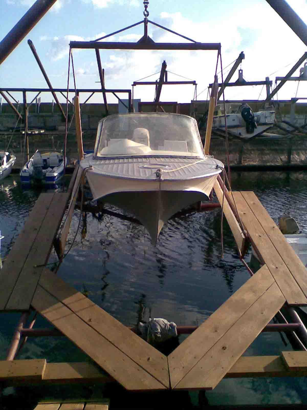 поднять лодку полиспастом