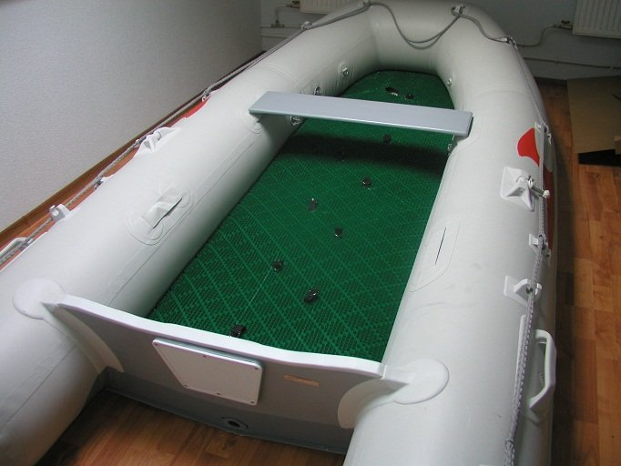 защита пола в лодке