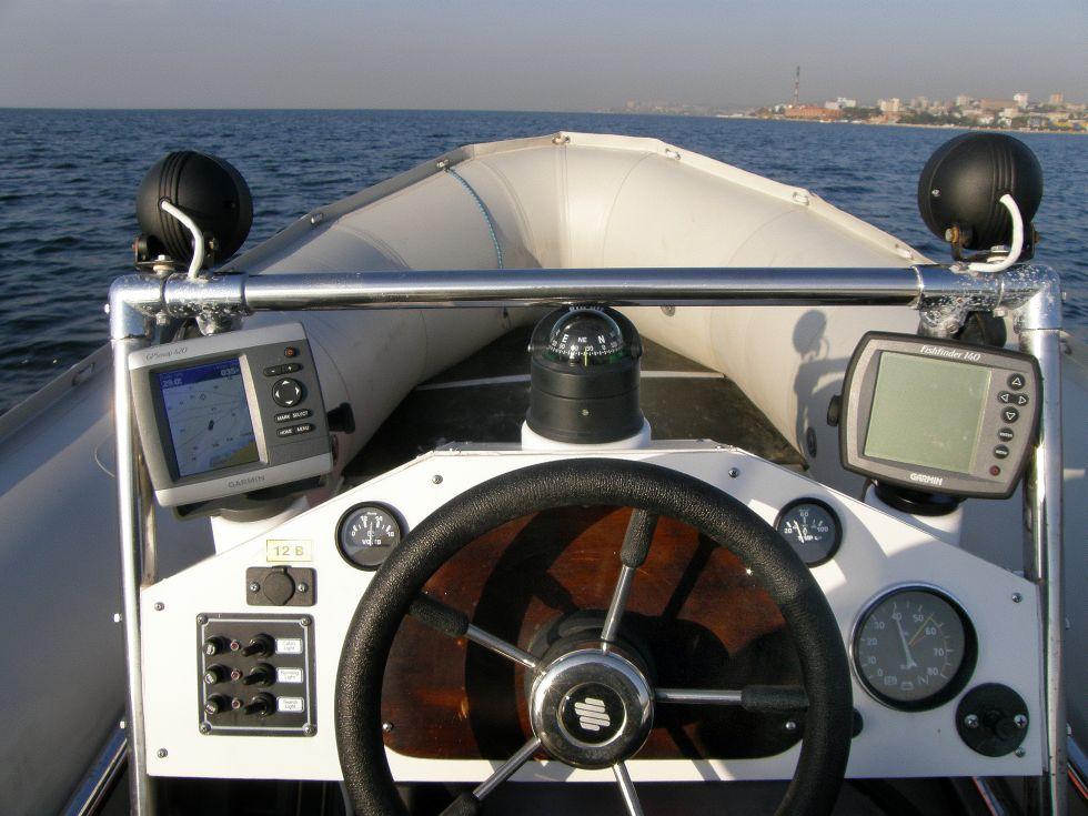Приборы контроля работы агрегатов мотолодки и мотора