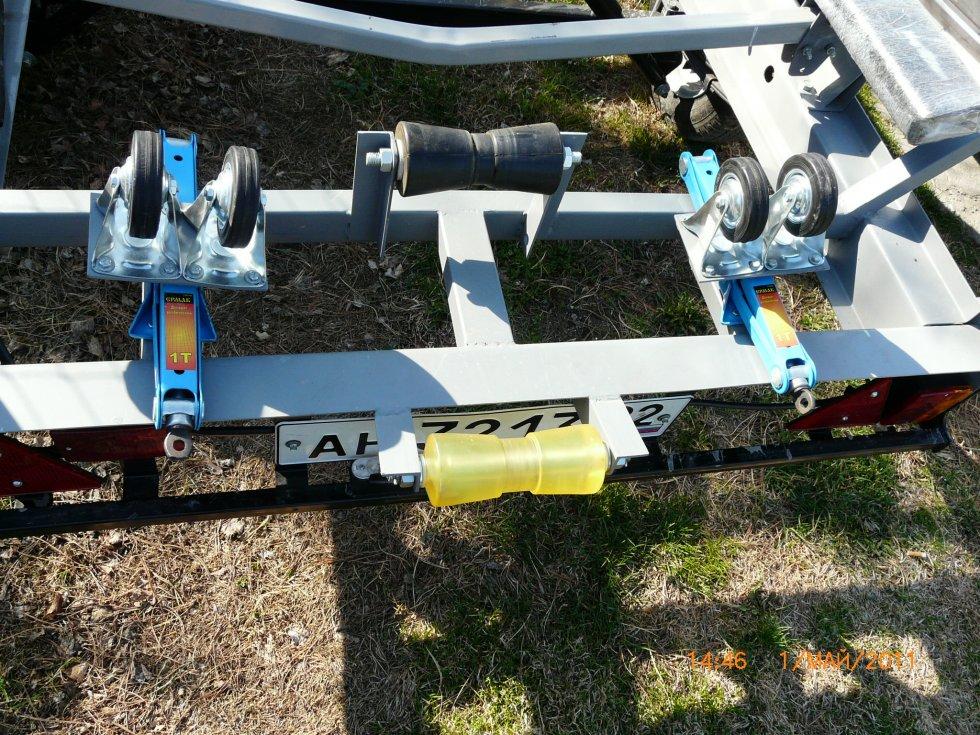 опорные ролики для лодочных прицепов