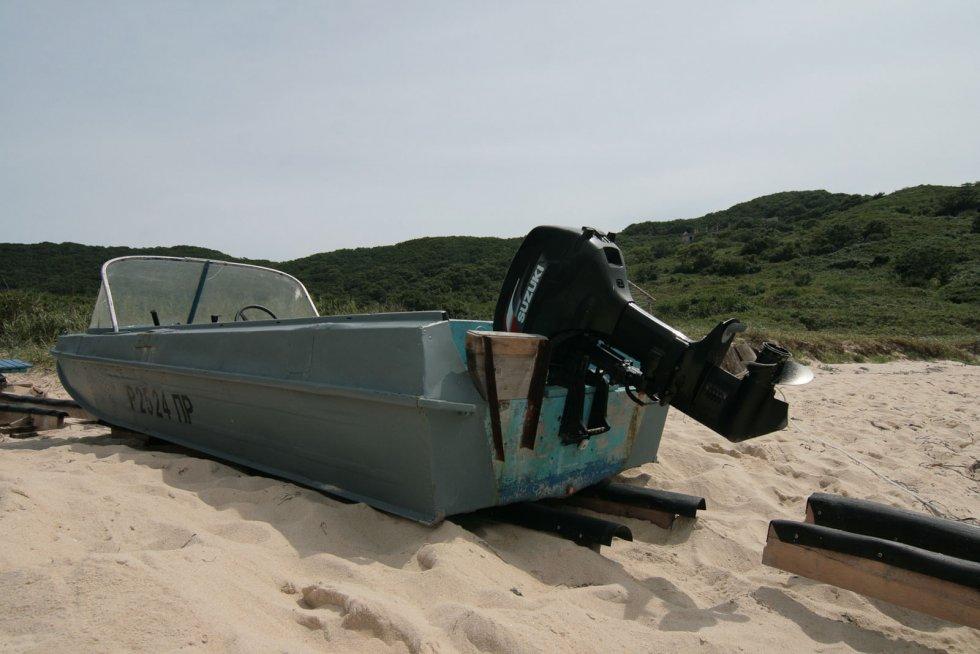 как вы тащить лодку на берег