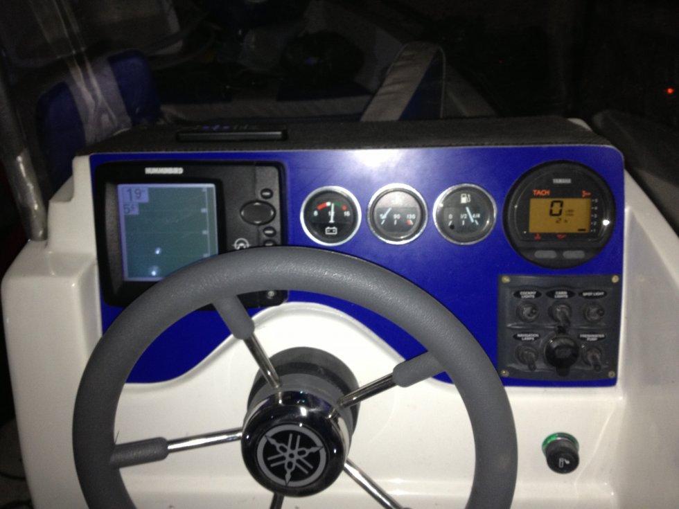 установка автомагнитолы на лодку