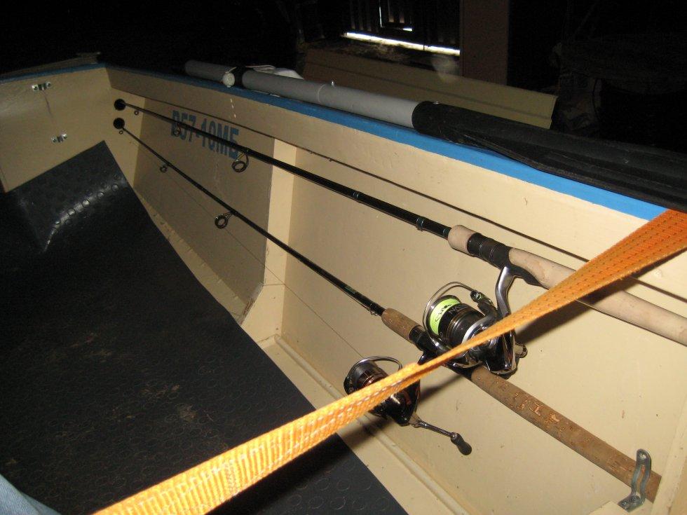 Самодельный держатель спиннинга для крепления на ПВХ лодке