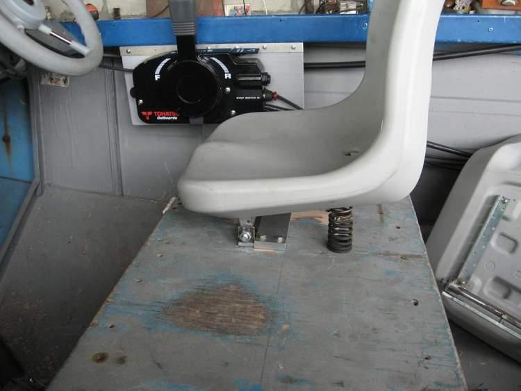 Стойка для сидения лодки с амортизатором