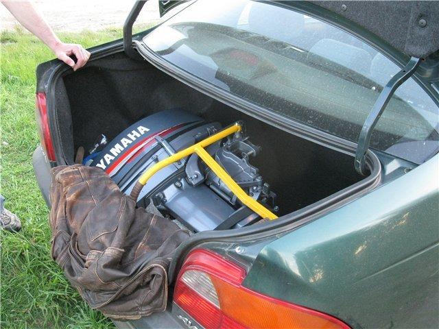 перевозка лодочного мотора в автомобиле