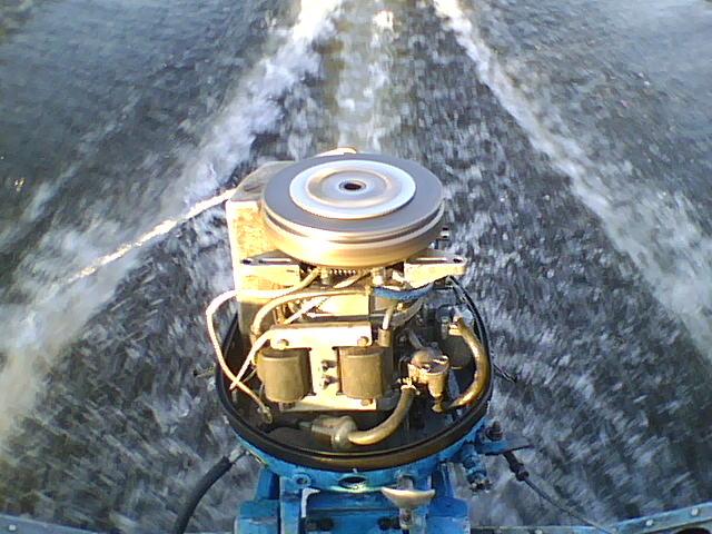 почему дымит лодочный мотор
