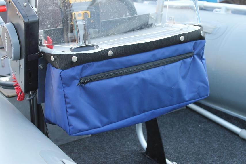 Из сумок от лодки мне знакомый сшил чехол на мотор, накладки на сидушки, и вот такую сумку под консоль. .