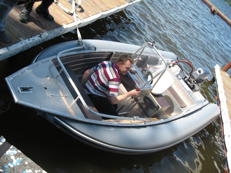 лодка пластиковая с баллонами пвх