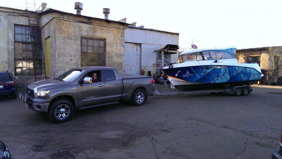 лодка на пикапе