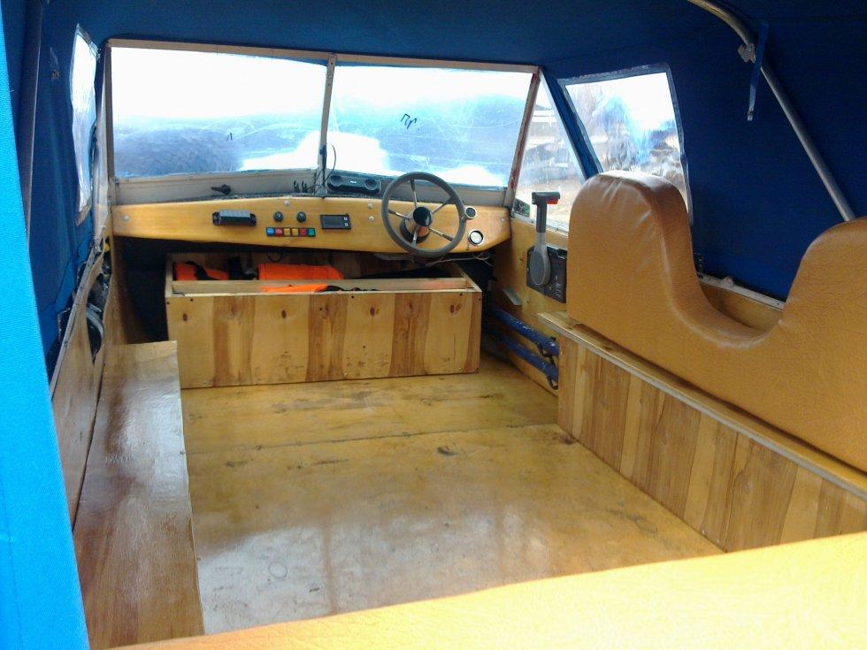 Деревянная кабина на лодку