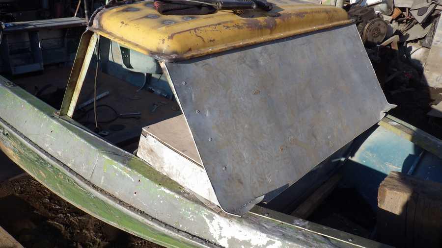 проклепать лодку