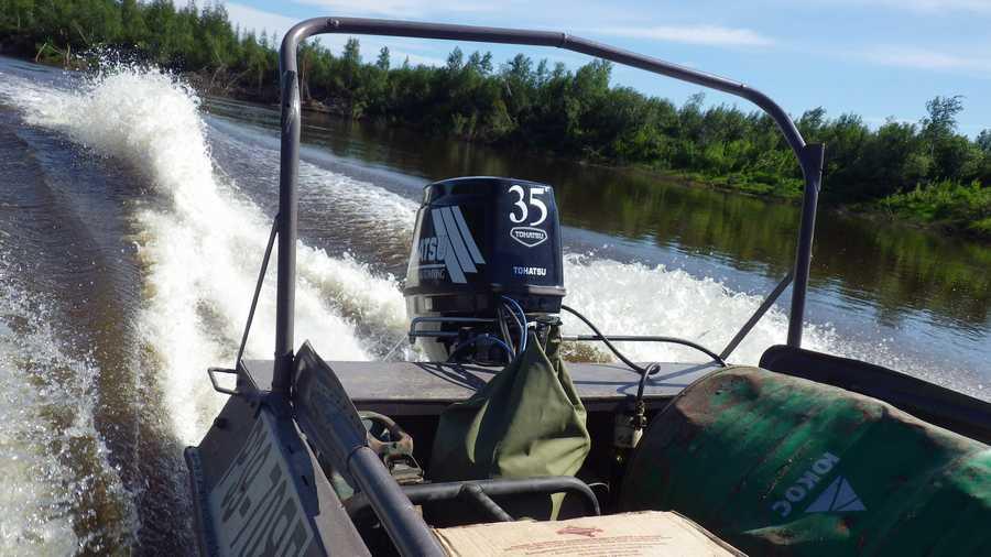 Как накачать гребную лодку без транца