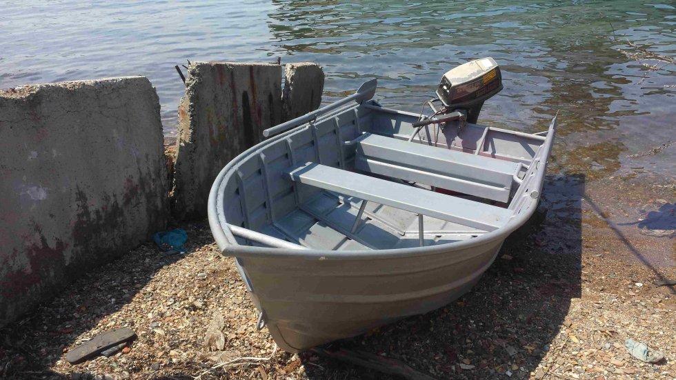 жалкая лодка