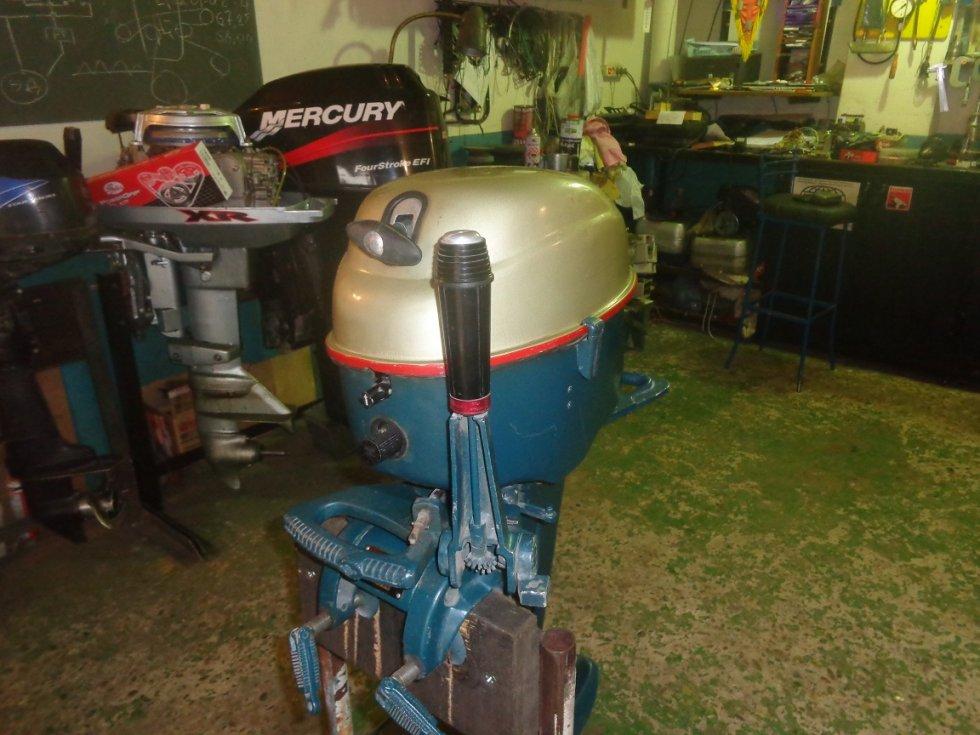лодочные моторы мотор дымит