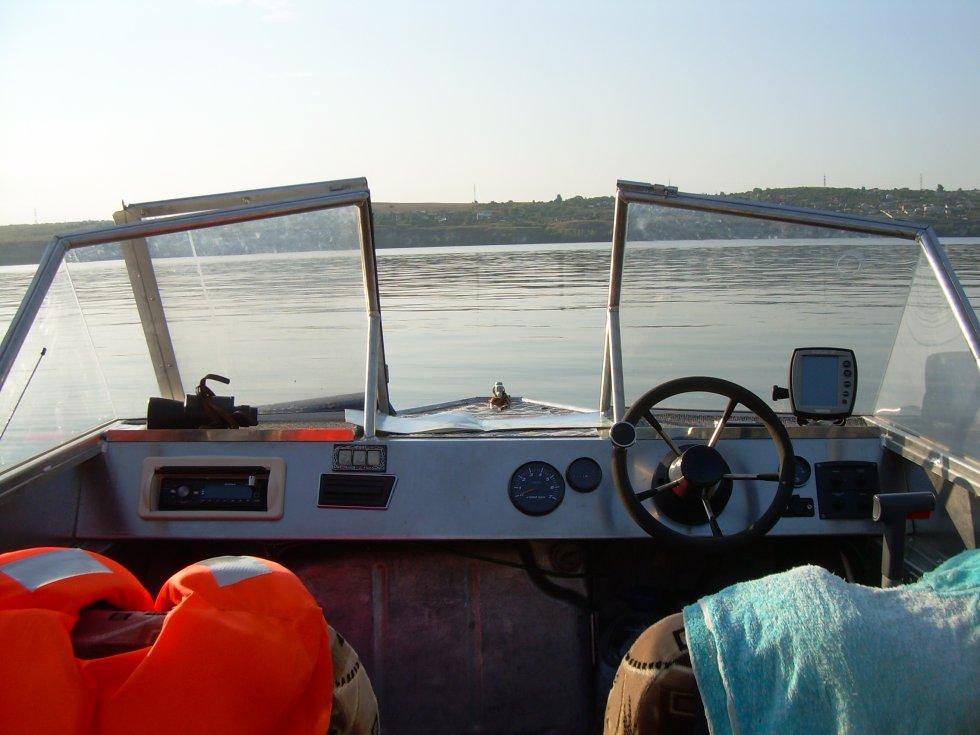 продажа лодок с рулем