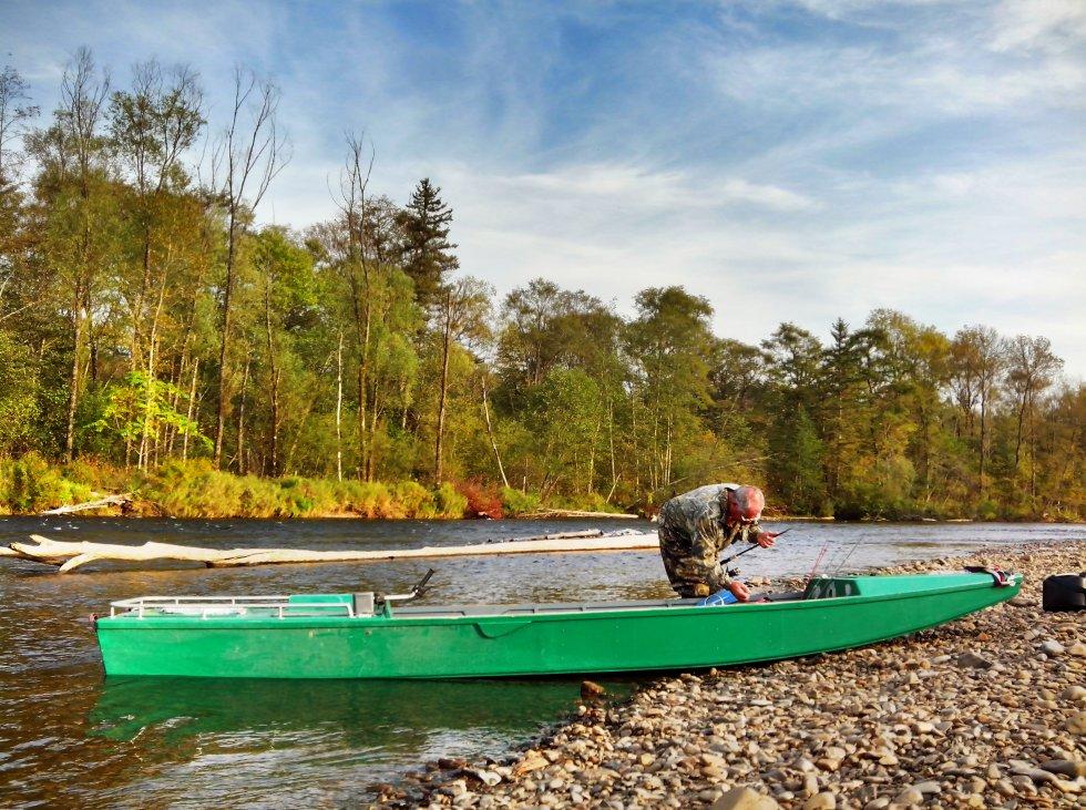 Лодки для мелких рек видео