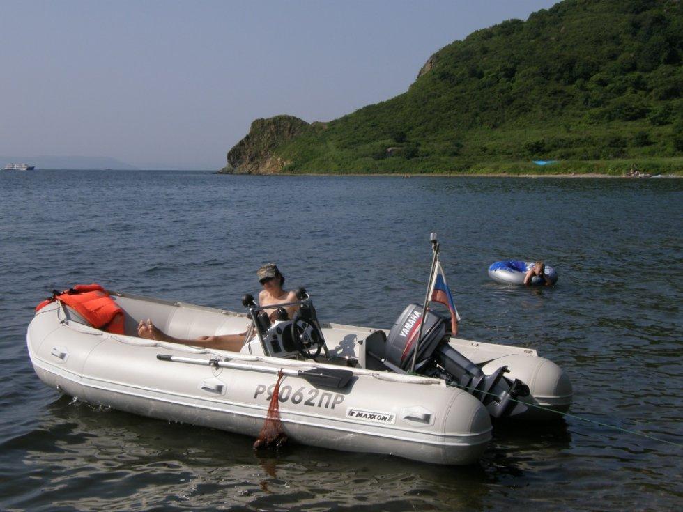 посоветуйте легкую лодку