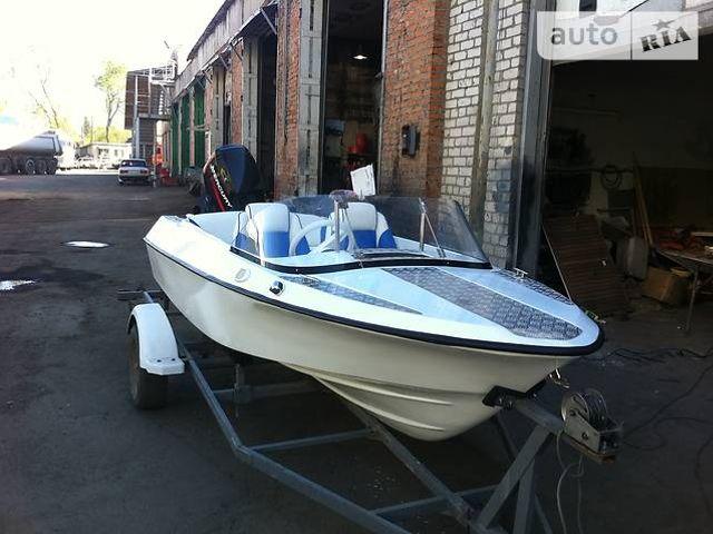 Лодка моторная стеклопластиковая ладога