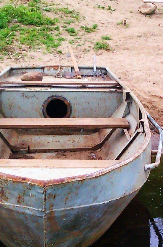 маленькая глиссирующая лодка