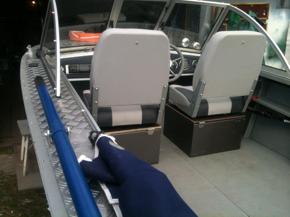 замена креплений сидений на лодке пвх