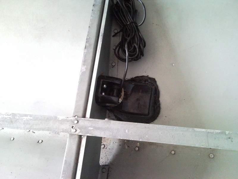 Место установки датчика эхолота на лодку
