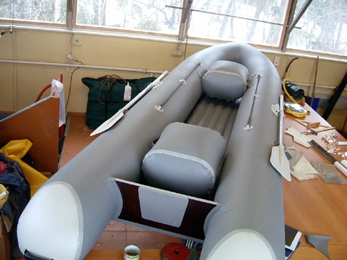 длинная узкая лодка