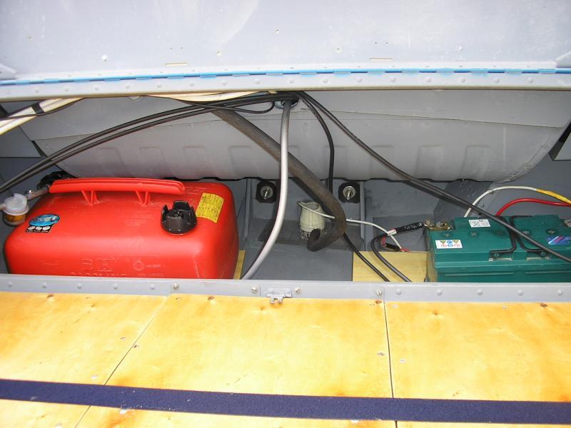 установка помпы в лодку