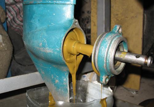 какое масло в лодочный мотор ветерок