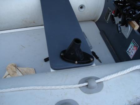 крепление зонта в лодке