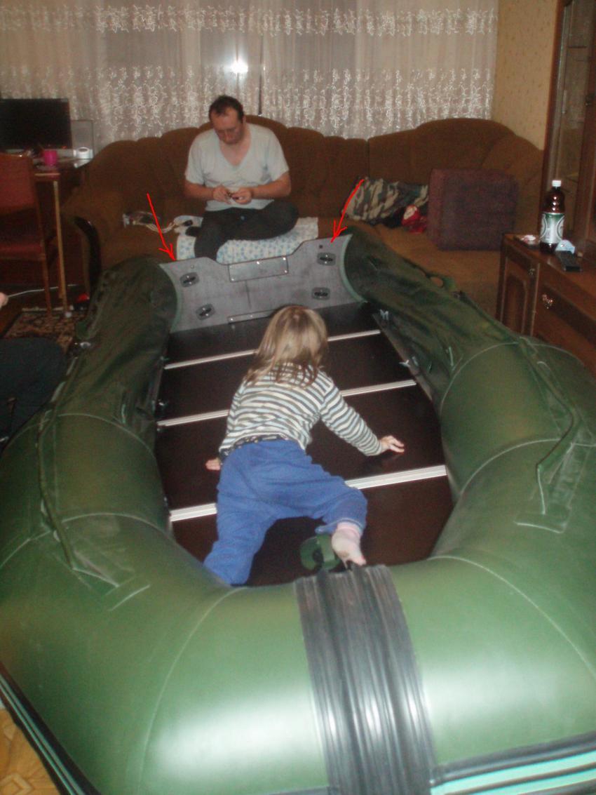 держатели спиннинга на борту лодки
