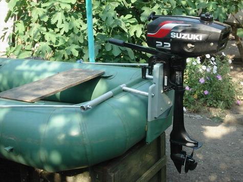 Двигатель для лодки с навесным транцем