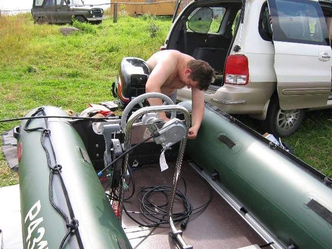 как закрепить электромотор на лодке