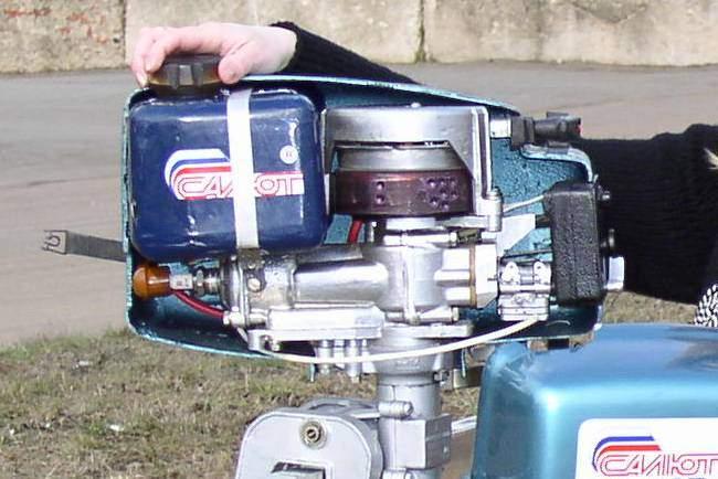 как разобрать лодочный мотор салют