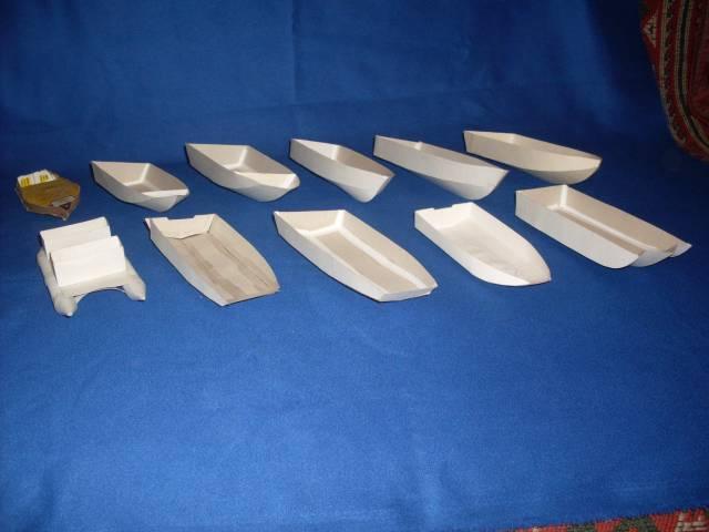 модель лодки из листьев