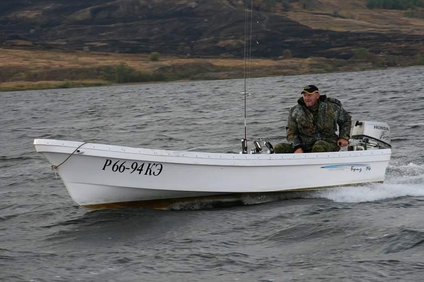 лодка бриз-42 сколько смолы
