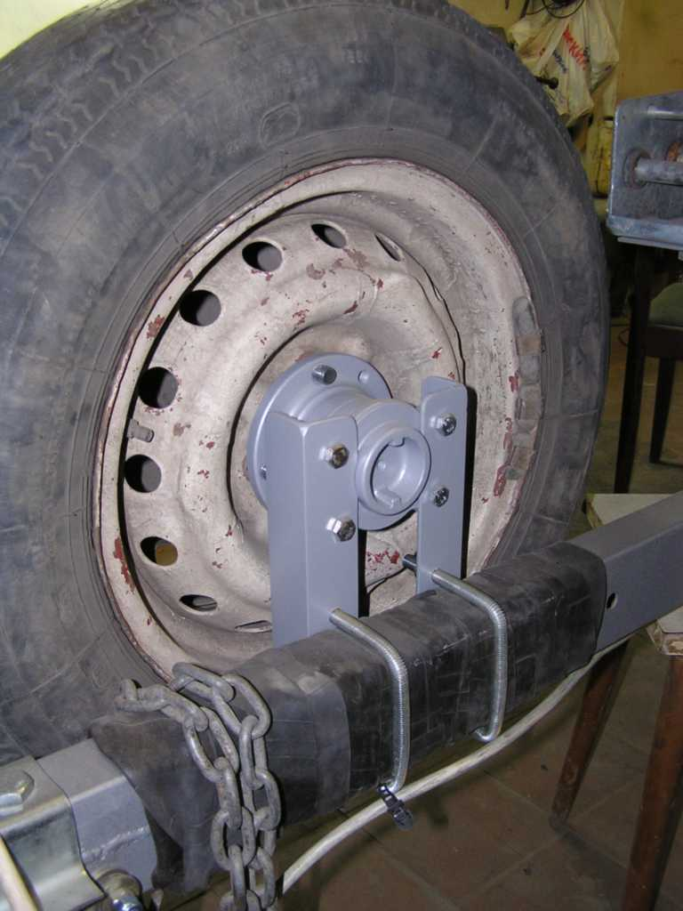 Крепление запасного колеса к прицепу своими руками
