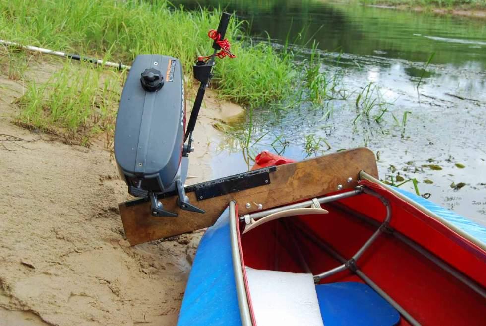 дом на лодке с мотором