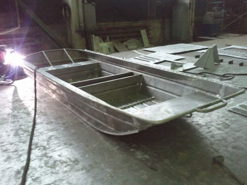 строим лодку джонбот