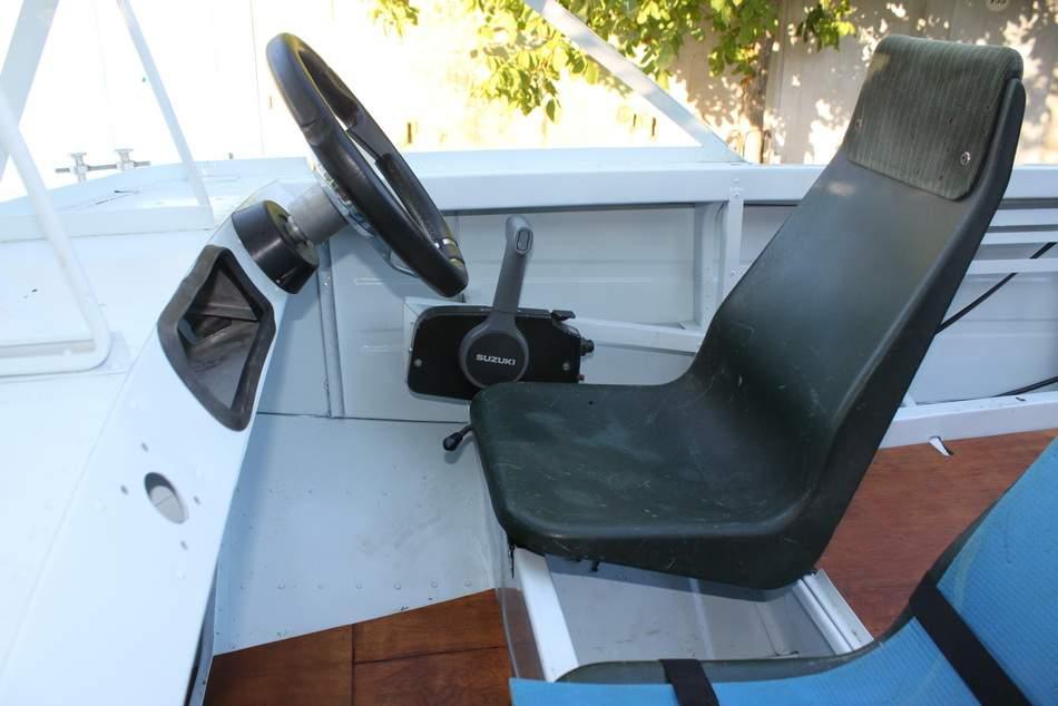 сиденья из пластика для лодки