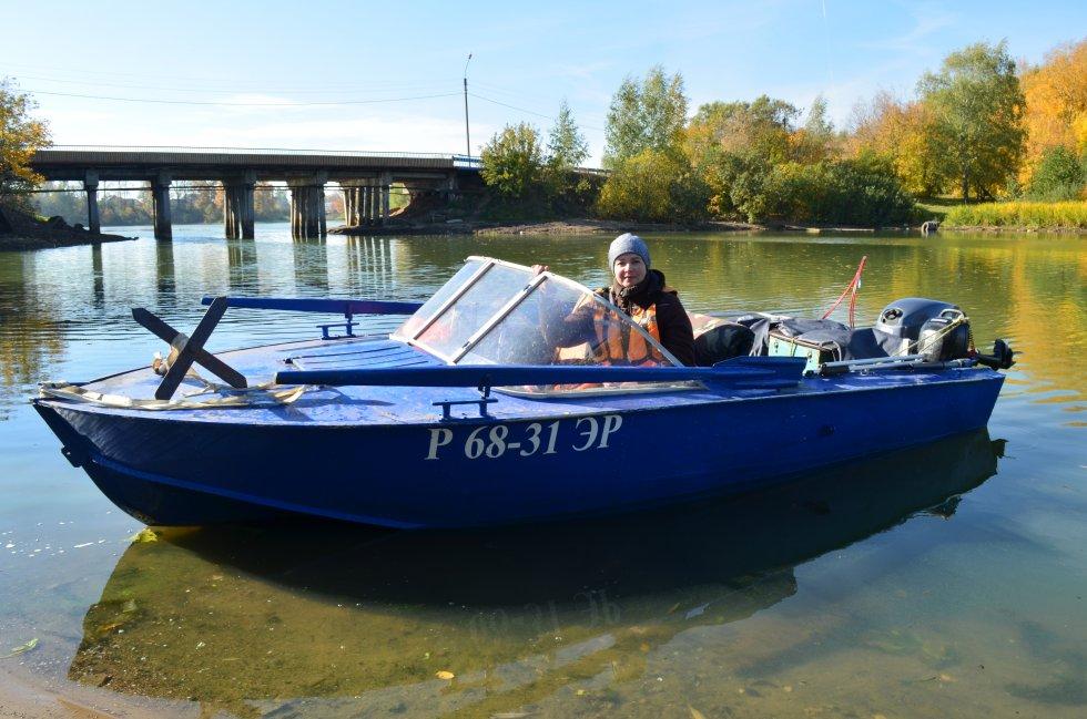 Продавец моторных лодок