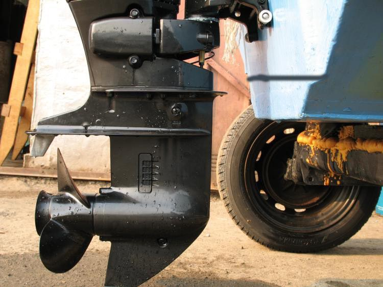 антикавитационная пластина на подвесной мотор